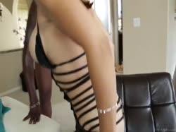 Межрассовое порно с блондинкой в эротическом наряде 3