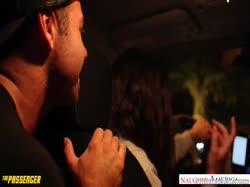 Скриншот Молодой очкастой брюнетке больно и приятно от здорового члена